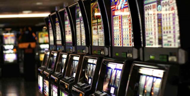 10020_regolamento-sul-gioco-d'azzardo-le-acli-vicine-al-comune-di-napoli